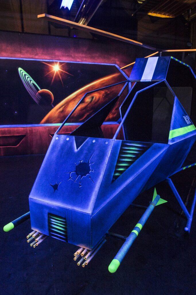 De helikopter in de lasergame arena om dekking te zoeken tijdens de lasergame battle.