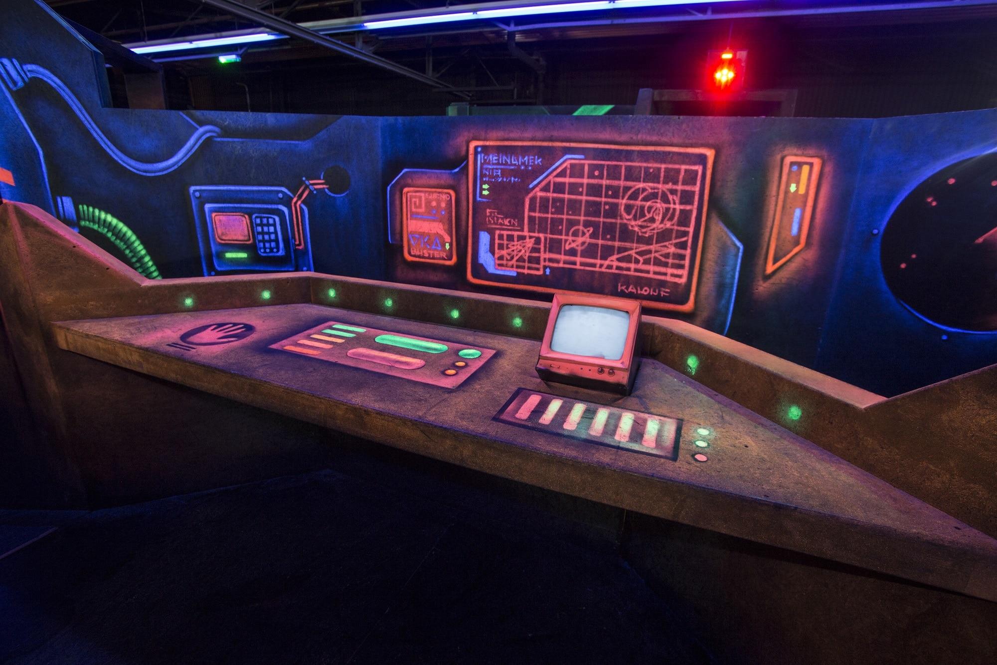 De lasergame arena van Race Planet Amsterdam waar een spannende lasergame strijd