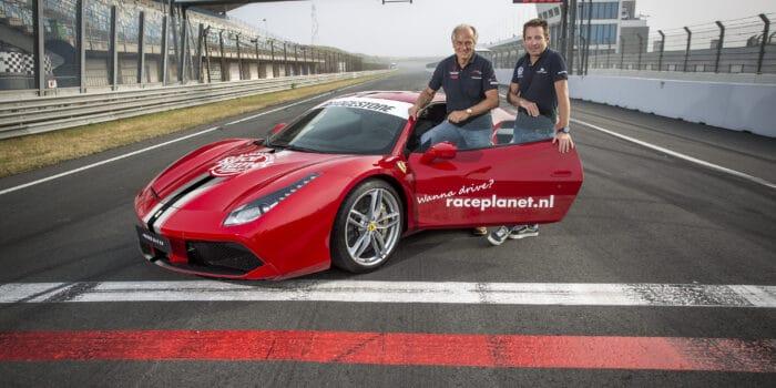 Michael Bleekemolen en Sebastiaan Bleekemolen voor een Race Planet Ferrari op Circuit Zandvoort.